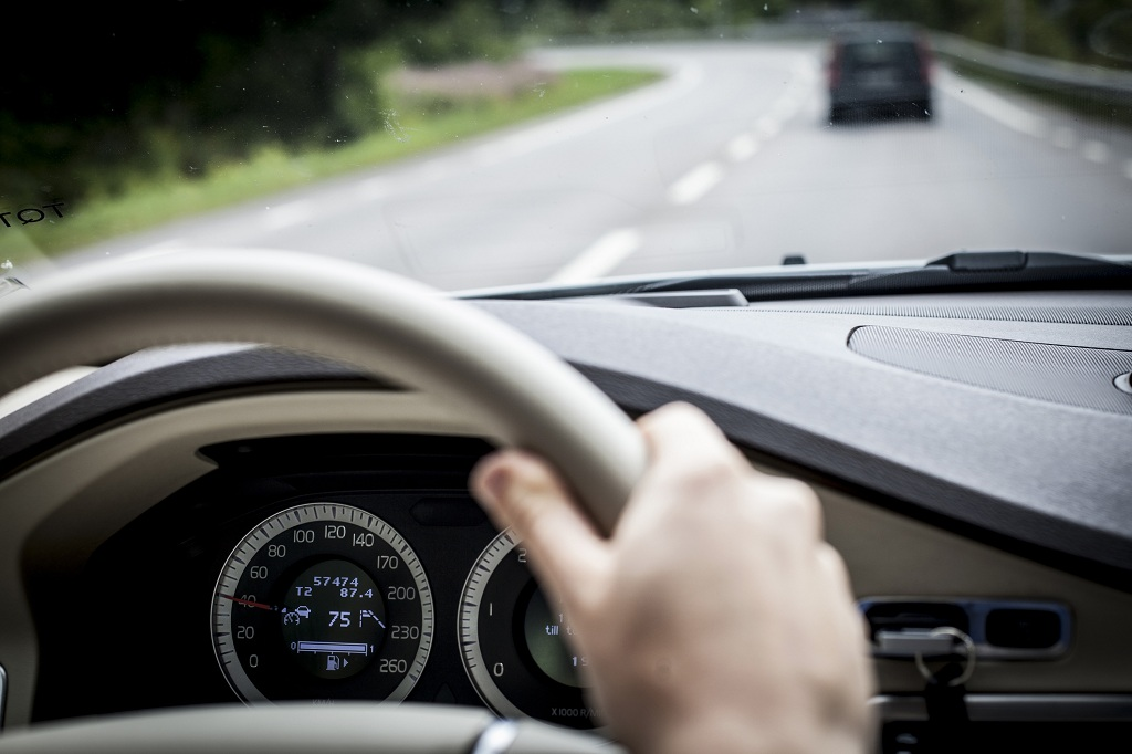 How Window Tint Lessens Driving and Commuting Stress